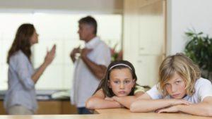 Có quy định nào về bố phải cấp dưỡng cho con nhiều hơn mẹ khi ly hôn không