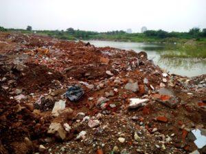 Đổ trộm vật liệu xây dựng ra sông bị phạt bao nhiêu tiền
